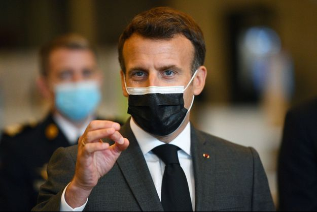 Emmanuel Macron jeudi en visite au vaccinodrome de la Porte de Versailles.