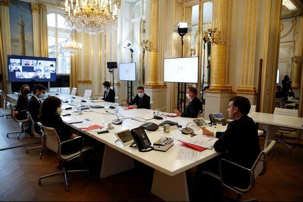 Emmanuel Macron lors de la visioconférence avec de nombreux dirigeants africains, le 17 février 2021.
