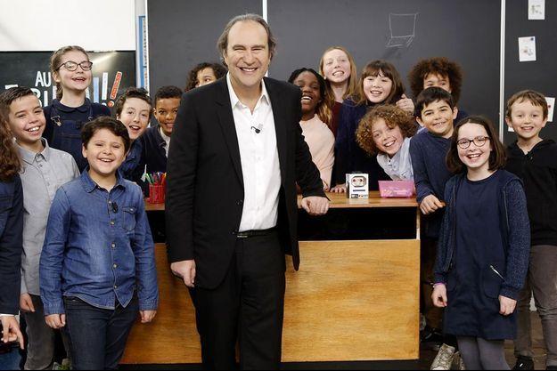 """Xavier Niel dans l'émission """"Au tableau!"""", diffusé sur C8 dimanche 1er avril."""