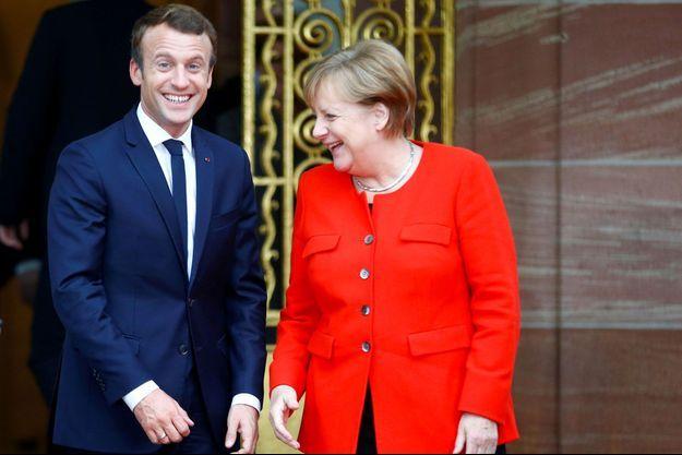 Emmanuel Macron et Angela Merkel, hilares à Francfort, le 10 octobre.