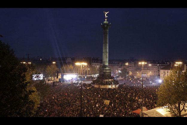 La place de la Bastille, dimanche soir.