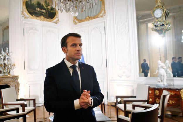 """Emmanuel Macron à Versailles, avant le sommet """"Choose France""""."""