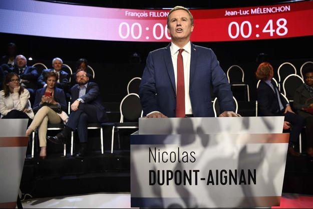 Nicolas Dupont-Aignan a été le premier à s'exprimer.