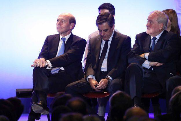 Plusieurs médias ont accusé M. Fillon d'être conseillé par des proches via des SMS durant le débat qui l'a opposé lundi soir sur TF1 et LCI aux autres candidats.