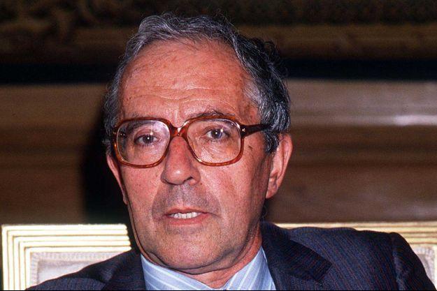Roger Fauroux en 1988, dans son bureau de ministre de l'Industrie et de l'Aménagement du territoire.