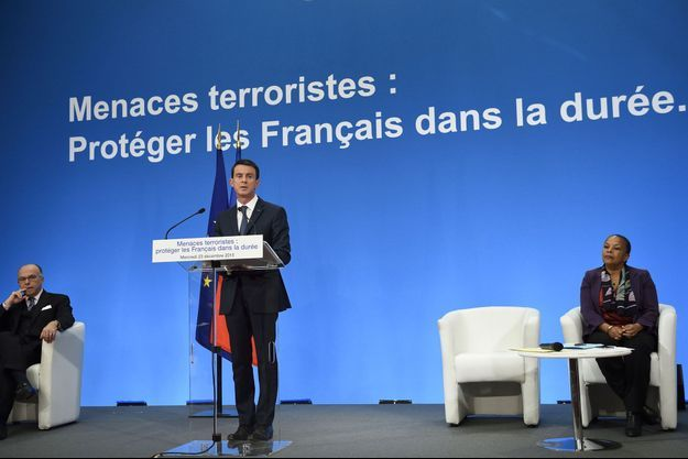 Manuel Valls avec Bernard Cazeneuve et Christiane Taubira, mercredi.