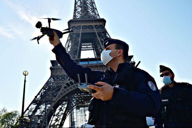 Un drone de la Préfecture de police de Paris, ici le 8 avril 2020, lors du confinement.