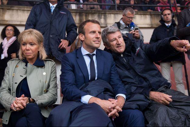 Août 2016, Emmanuel Macron et son épouse Brigitte sont au Puy du Fou avec Philippe de Villiers.