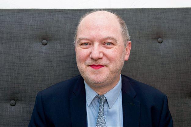 Denis Baupin avec du rouge à lèvres pour le 8 mars.