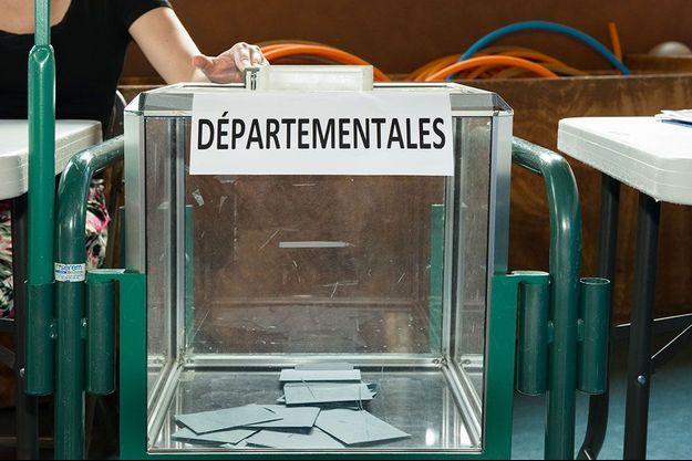 Dans un bureau de vote à Grenoble, le 20 juin.