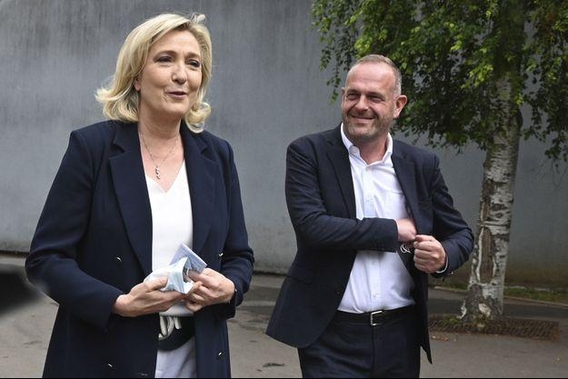 Marine Le Pen et Steeve Briois dimanche au moment du vote à Hénin-Beaumont.