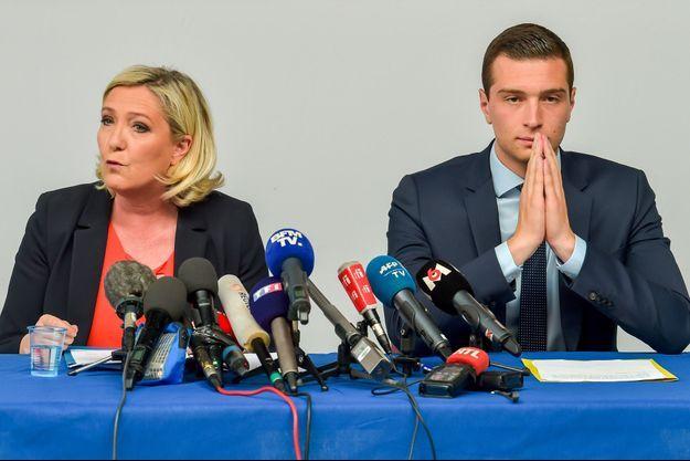 Marine Le Pen et Jordan Bardella à Hénin-Beaumont, vendredi.
