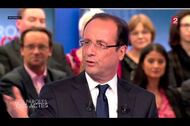 """François Hollande sur le plateau de l'émission """"Des paroles et des actes""""."""