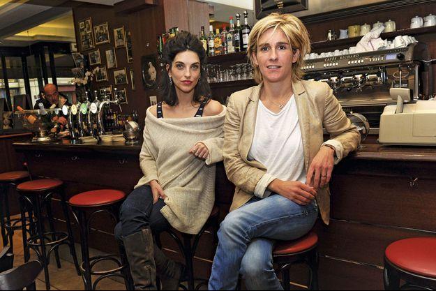 Pauline Delpech et Emilie Loit au café la Colombe à Paris.