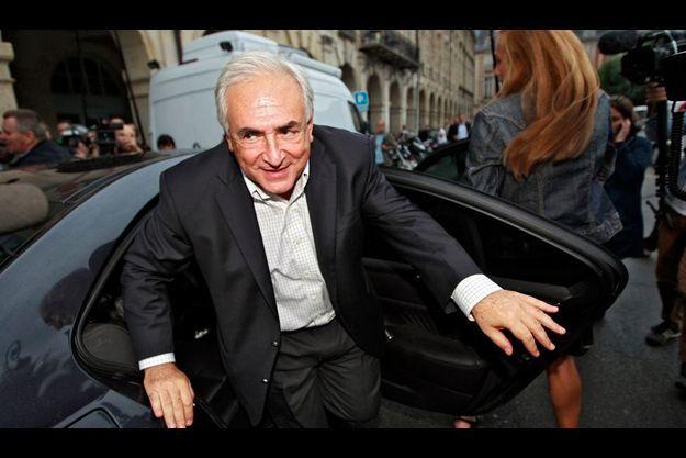 DSK à son arrivée à Paris.