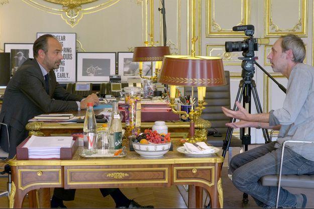 """Edouard Philippe et Laurent Cibien, dans l'épisode intitulé """"Aux manettes""""."""