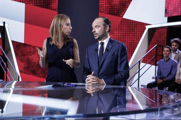 Edouard Philippe, aux côtés de Léa Salamé.