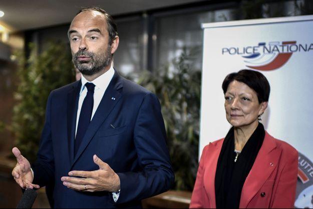 Mireille Ballestrazzi, directrice générale de la police judiciaire, aux côtés d'Edouard Philippe lors de son déplacement à Chanteloup-les-Vignes (Yvelines).