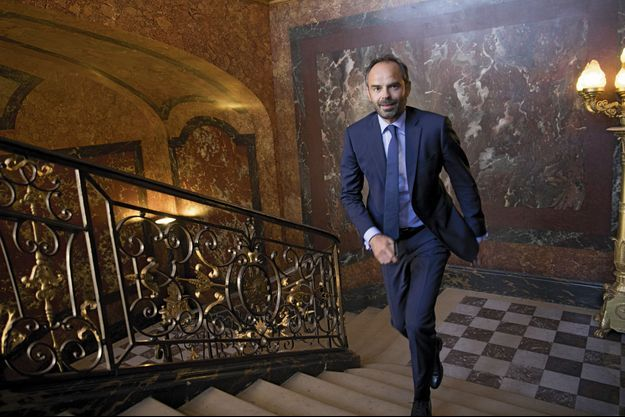 Dans le grand escalier d'honneur qui mène à son bureau, à Matignon, vendredi 23 juin 2017.