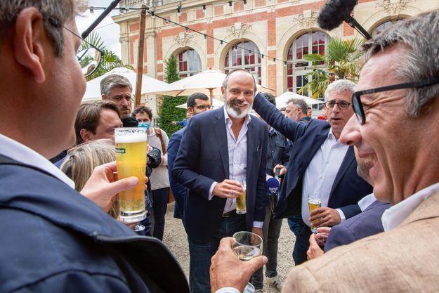 À Fontainebleau, le 29 août, Édouard Philippe avec Frédéric Valletoux, le maire de la ville.