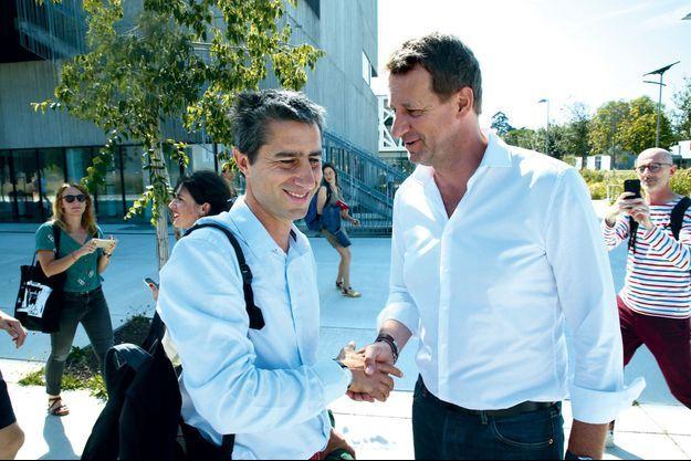 """Yannick Jadot accueille François Ruffin, le 23 août, à Toulouse. Ce dernier vient de passer """"quinze jours à écrire un livre"""" sur l'écologie."""