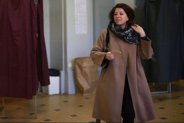Agnès Buzyn dimanche à son bureau de vote.