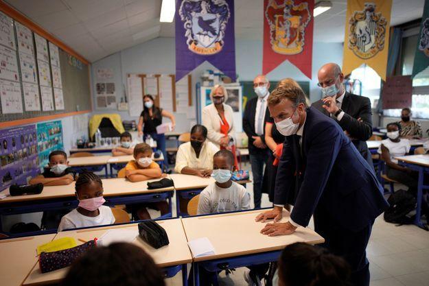 Jean-Michel Blanquer et Emmanuel Macron en visite dans une école de Marseille début septembre.