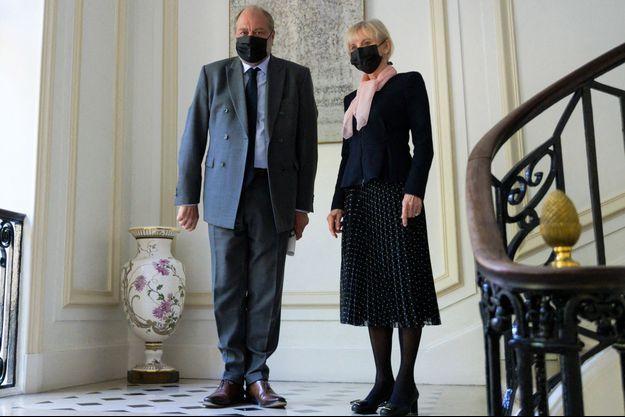 Le garde des Sceaux Eric Dupond-Moretti et Elisabeth Guigou , lundi.