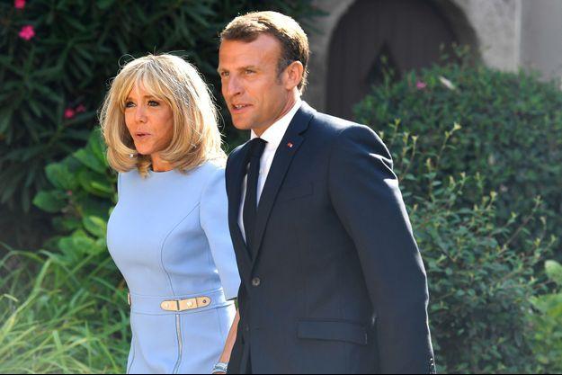 Le couple présidentiel , mi août à Brégançon.
