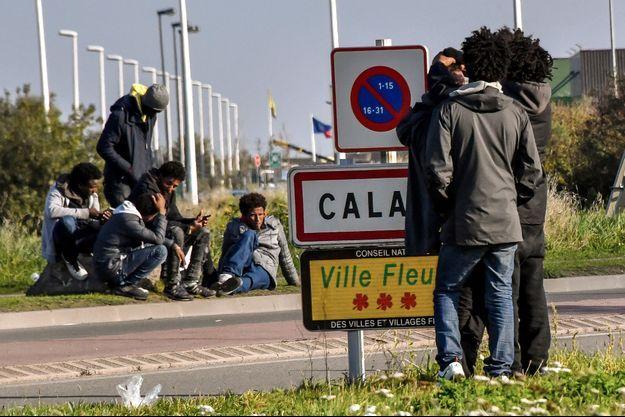 Des migranst à Calais en novembre 2017.