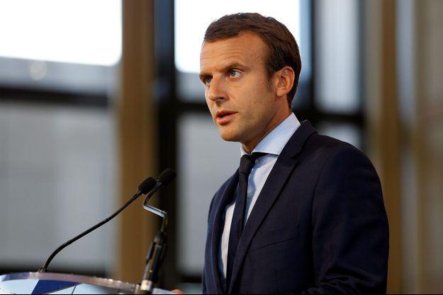 Emmanuel Macron justifie sa démission à Bercy, mardi.