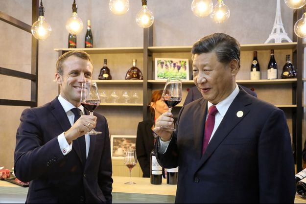 Emmanuel Macron et Xi Jinping mardi lors de la Foire aux importations de Shanghai, dont la France est cette année l'invitée d'honneur.