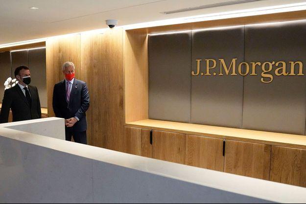 Emmanuel Macron et Jamie Dimon mardi les nouveaux locaux à Paris de la banque américaine JP Morgan.