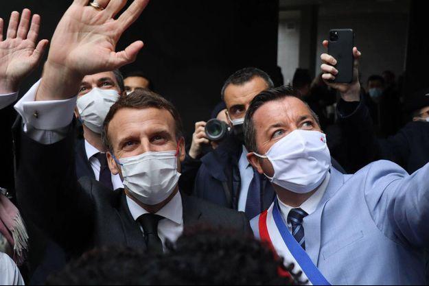 Emmanuel Macron et Karl Olive, le 17 mars à Poissy.