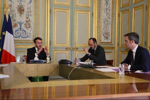 Emmanuel Macron, Edouard Philippe et le ministre de la Santé, Olivier Véran, le 24 mars à l'Elysée.