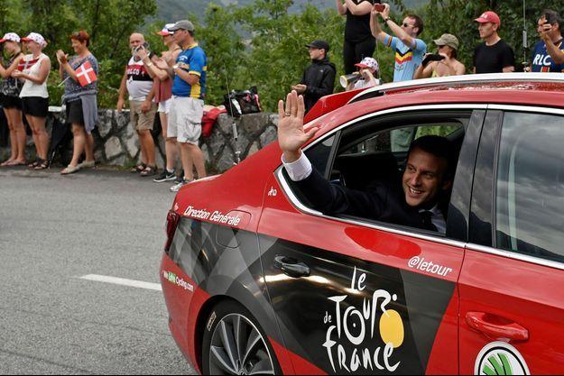 Emmanuel Macron au Tour de France en 2017.