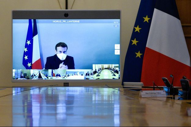 Emmanuel Macron, lundi matin lors du Conseil des ministres en visio.