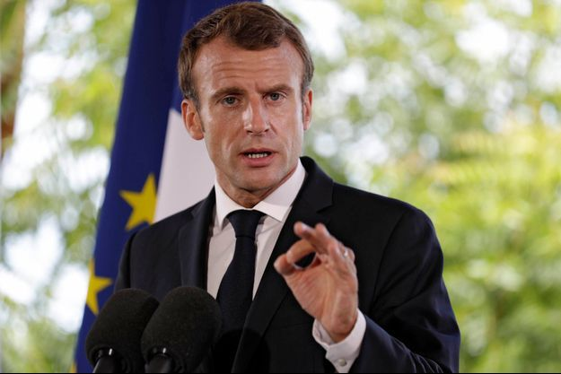 Emmanuel Macron lors d'un point presse à Baie Orientale le 30 septembre 2018.