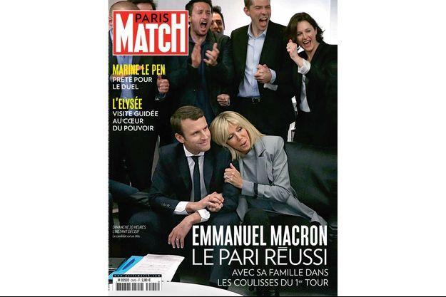 Dimanche 20 heures, l'instant décisif. Le candidat Emmanuel Macron est en tête.