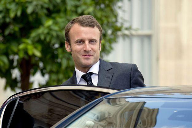 Emmanuel Macron, lundi dans la cour de l'Elysée.