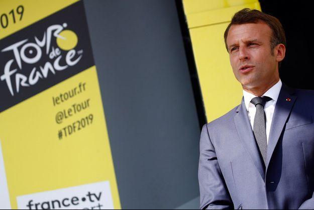 Emmanuel Macron, sur le Tour de France 2019.