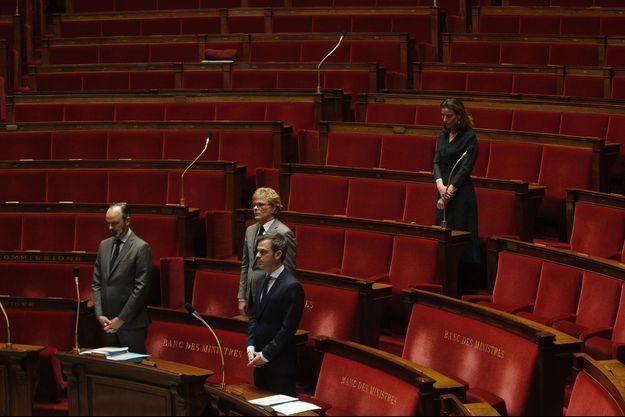 L'Assemblée nationale - ici Edouard Philippe, Olivier Véran et Marc Fesneau- observe une minute de silence mardi.