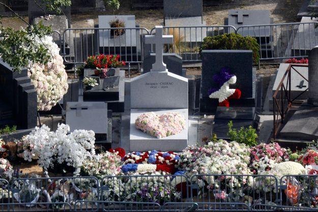 La tombe de Jacques Chirac au cimetière du Montparnasse.