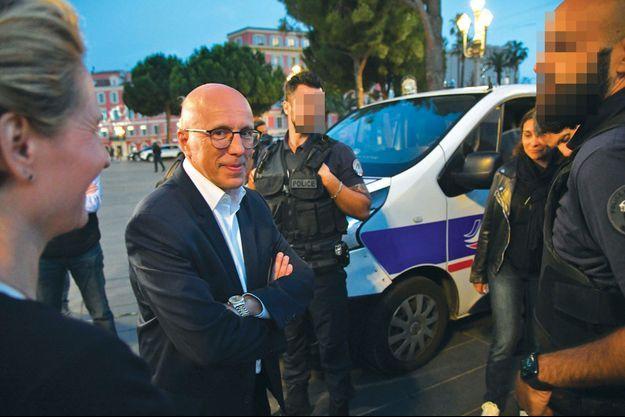 Le député Eric Ciotti, venu soutenir des policiers niçois en colère contre leur ministre de l'Intérieur, le 11 juin à Nice.
