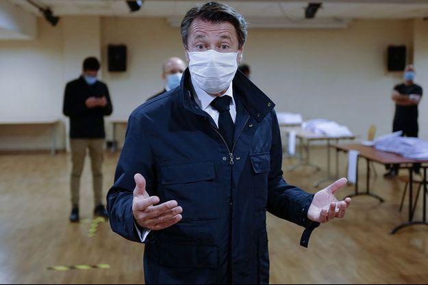 Christian Estrosi, le 28 avril lors d'une distribution de masques à Nice.