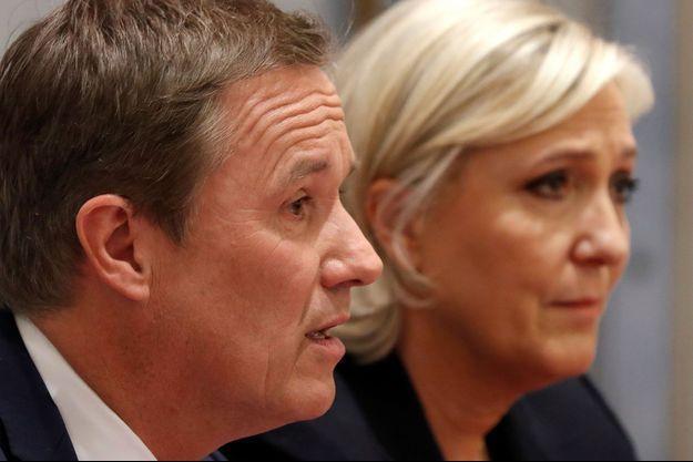 Nicolas Dupont-Aignan et Marine Le Pen en avril 2017.