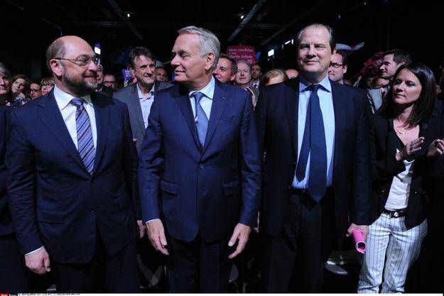 Le candidat à la présidence de la Commission, Martin Schulz, avec Jean-Marc Ayrault, Jean-Christophe Cambadélis et la maire de Nantes Johanna Rolland, le 12 mai.