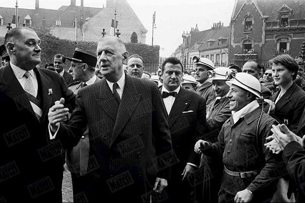 Le président Charles de Gaulle à la rencontre des mineurs dans un village du Nord en septembre 1959.