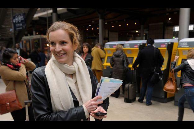 Nathalie Kosciusko-Morizet à la gare du Nord, le 23 février, en partance pour le meeting de Nicolas Sarkozy à Lille.