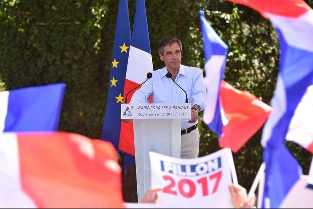 François Fillon, dimanche, à Sablé-sur-Sarthe